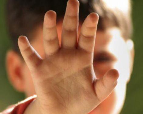 كيف تعرف أن طفلك يفكر في الانتحار؟