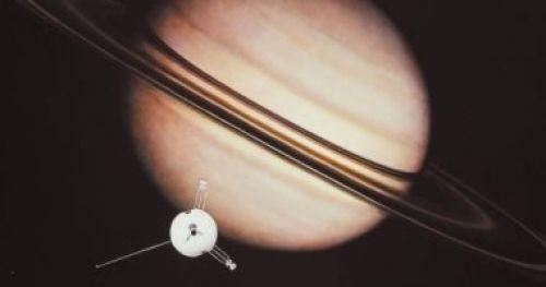 زحل جوهرة النظام الشمسى يتقابل مع الشمس اليوم ويبدو فى قمة لمعانه