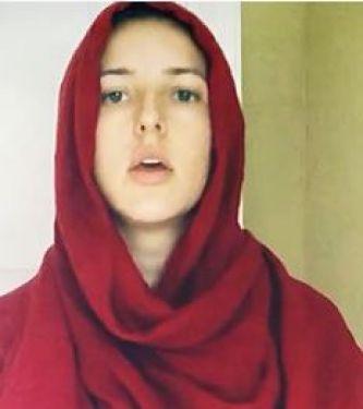 المغنية الأمريكية جنيفر جراوت ترتل سورة القمر على طريقة الشيخ المنشاوى