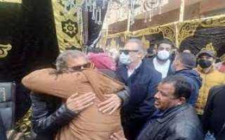 بالصور ..فى أول ظهور بعد عودته المخرج« خالد يوسف » يشيع جثمان شقيقه بالقليوبية