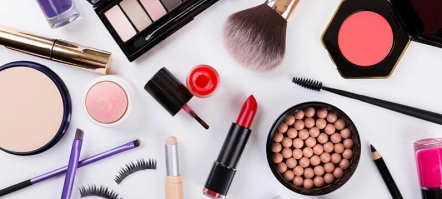 دراسة تحذر من مستحضرات تجميل شائعة قد تحتوي على مواد سامة